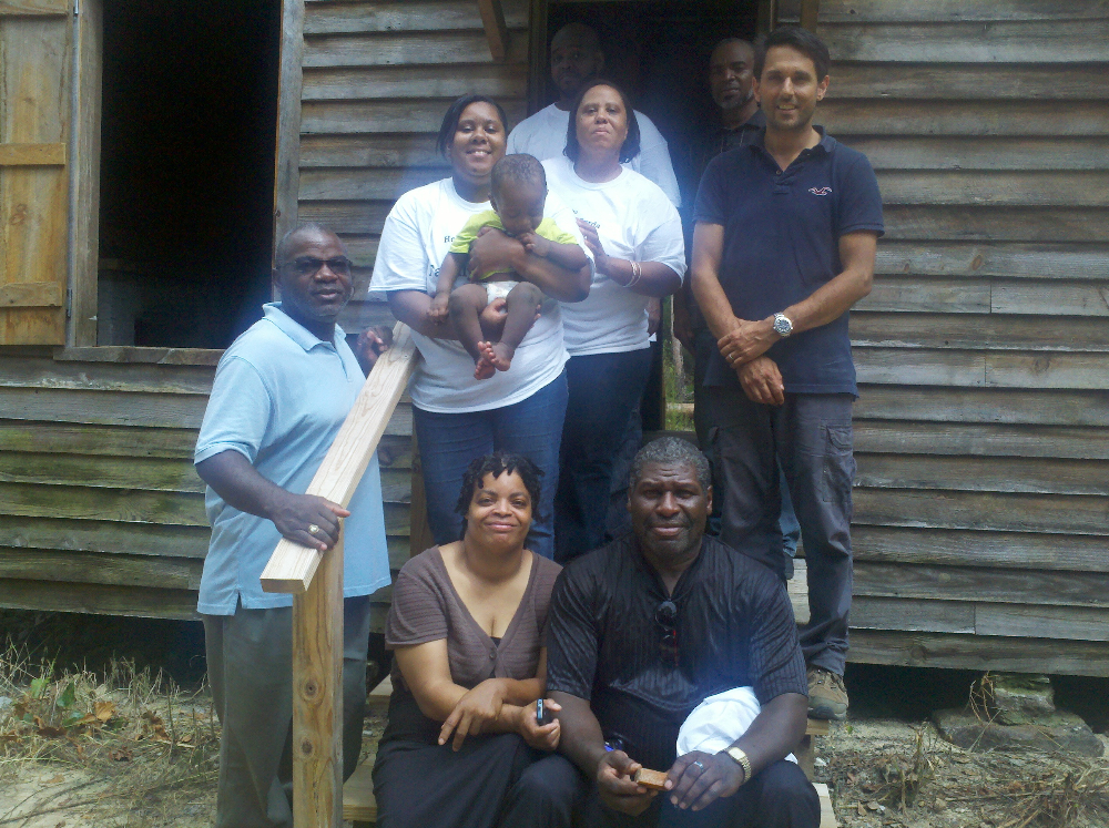 campbell-family-members-on-steps-of-laurelwood-slave-cabin